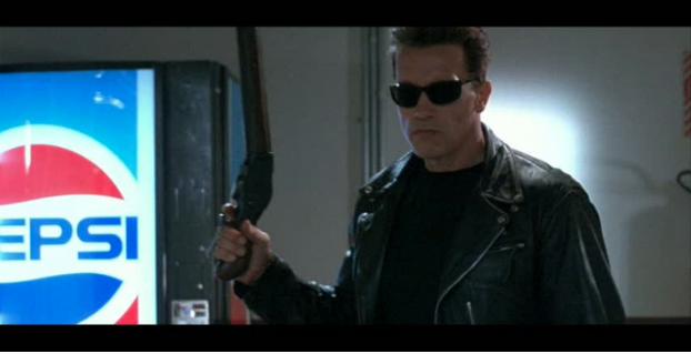 Кадр из фильма «Терминатор 2» с нативной рекламой «Pepsi»